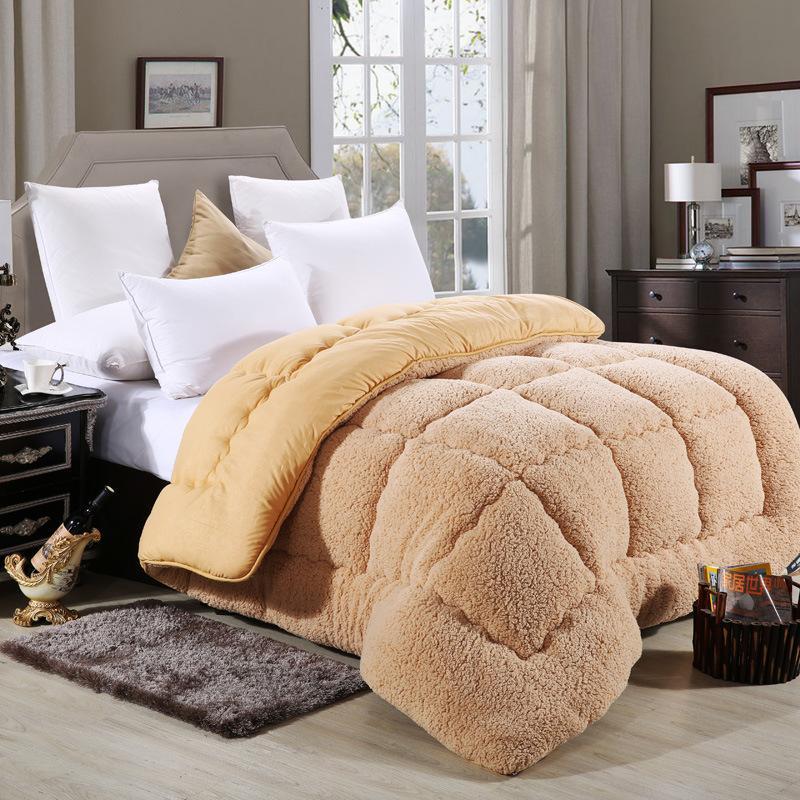 С шерстяным одеялом уютнее